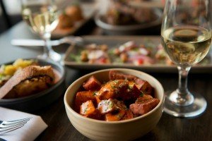Patatas bravas and white wine